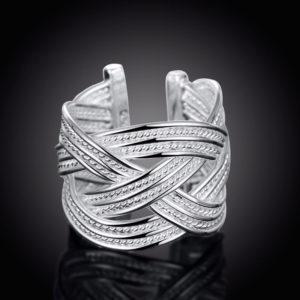 Prepletaný strieborný prsteň