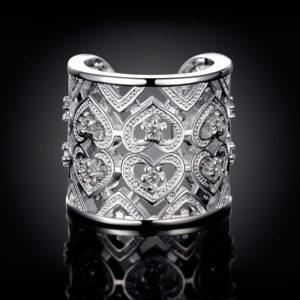 Strieborný prsteň so srdiečkami a zirkónmi
