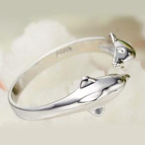 Strieborný prsteň s delfínmi