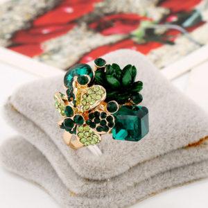 Zelený párty prsteň s kryštálmi a ružou