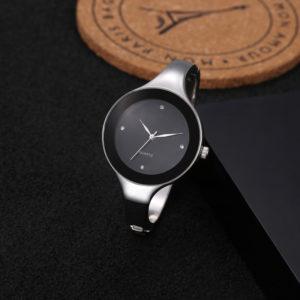 Dámske dizajnové čierne hodinky