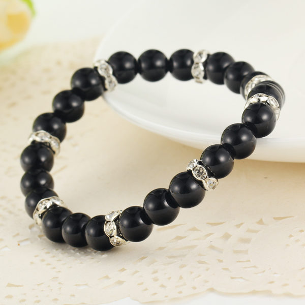 Náramok s čiernymi perlami a kryštálmi