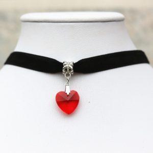 Choker náhrdelník s červeným srdiečkom