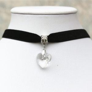 Choker náhrdelník s priesvitným srdiečkom