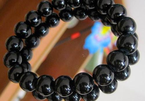 Náramok s čiernymi perlami