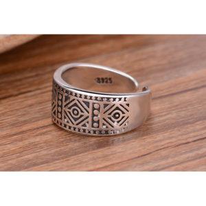 Antický strieborný prsteň s patinou