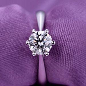 Elegantný strieborný prsteň s CZ kryštálom