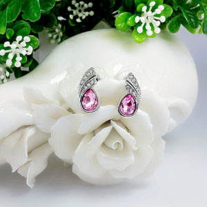 Náušnice s ružovým kryštálom v tvare slzy