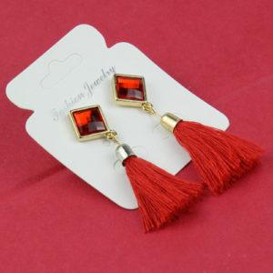 Strapcové červené náušnice s ozdobou