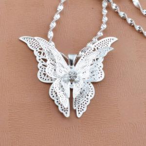 Strieborný prívesok v tvare motýľa