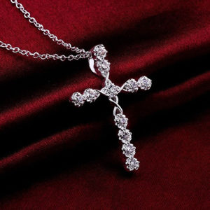 Strieborný krížik s retiazkou a zirkónmi