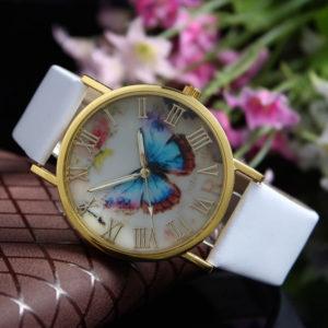 Biele hodinky s motýlom na ciferníku
