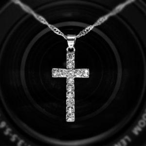 Retiazka s krížikom a kryštálmi