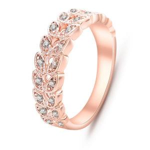 Ružový prsteň s lístkami a kryštálmi