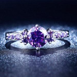 Prsteň s fialovými zirkónmi biele zlato