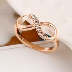Ružový prsten s osmičkou a zirkónmi