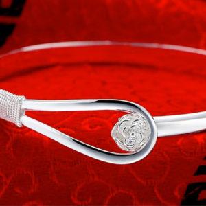 Elegantný strieborný náramok s ružou