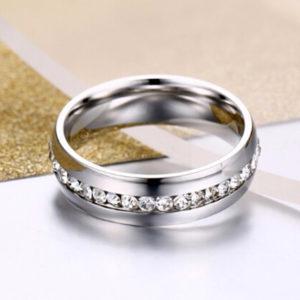 Oceľový prsteň so zirkónmi po celom obvode