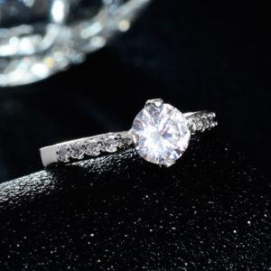 Elegantný prsteň s veľkým kubickým zirkónom