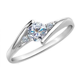Elegantný prsteň so vsadeným kubickým zirkónom