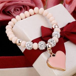 Elegantný ružový náramok s veľkým srdiečkom