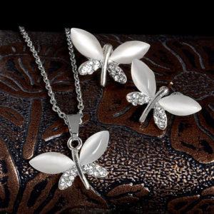 Retiazka a náušnice s motýlikmi s bielym opálom