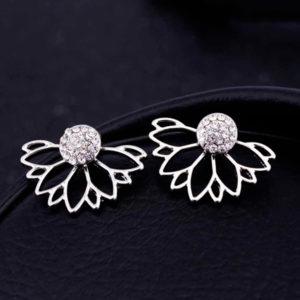 Elegantné obojstranné náušnice v tvare kvetu