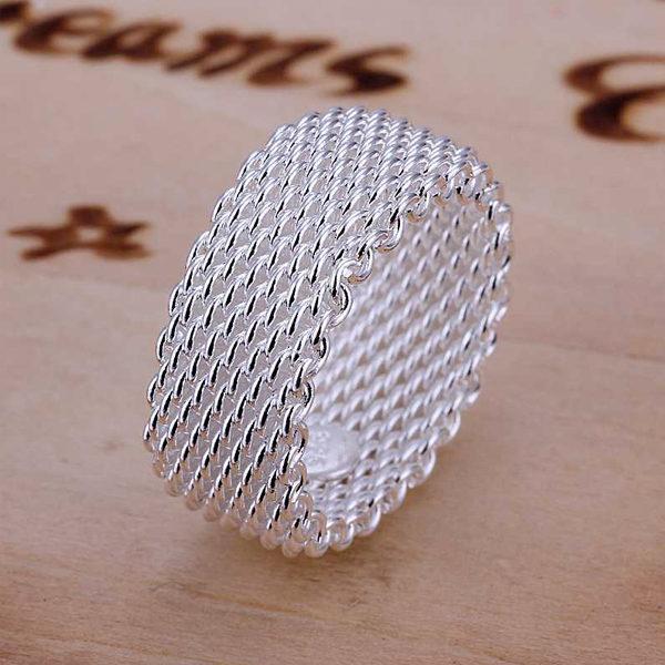 Strieborný hrubý prsteň so zaujímavým vzorom veľ. 9
