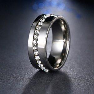 Oceľový prsteň s kryštálikmi po obvode