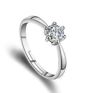 Oceľový prsteň so kryštálom na vrchu