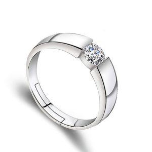 Oceľový prsteň so vsadeným kryštálom