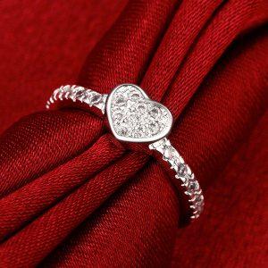 Strieborný prsteň so srdiečkom a zirkónmi
