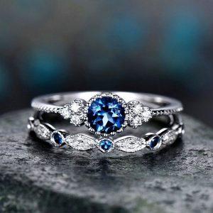 Luxusný dvojset prsteňov s modrým kryštálom