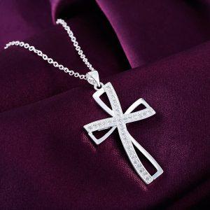 Retiazka so štýlovým krížikom a kryštálikmi