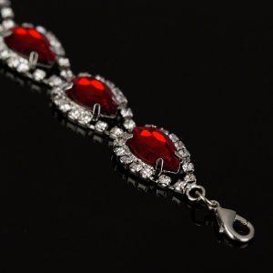 Luxusný náramok s červeným kryštálmi