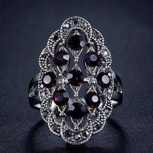 Elegantný veľký prsteň s tmavofialovými kryštálmi