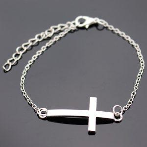Jemný náramok na ruku s krížikom