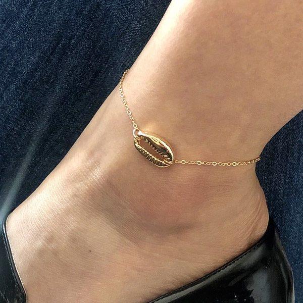 Retiazka na nohu so zlatou mušľou