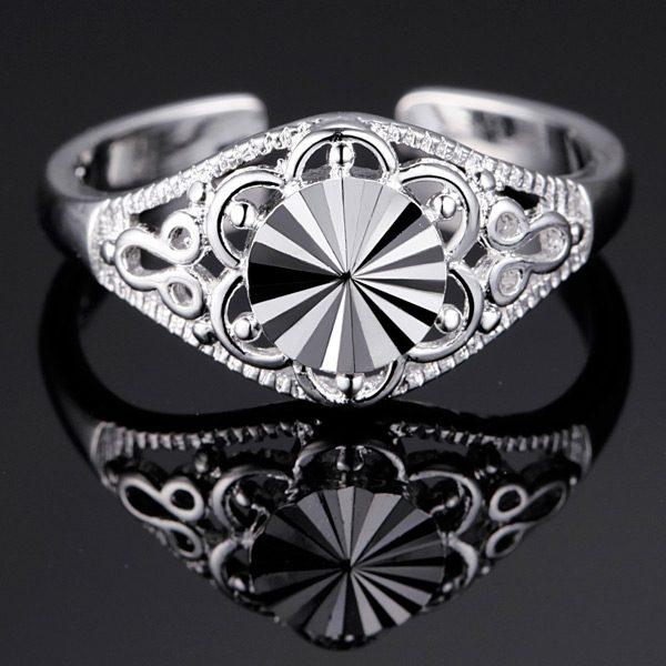 Elegantný gravírovaný prsteň s kolieskom