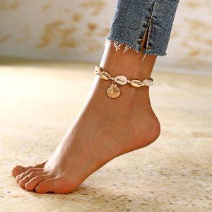 Retiazka na nohu zo zlatých a bielych mušlí