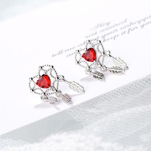 Srdiečkové náušnice lapače snov s červeným kryštálom