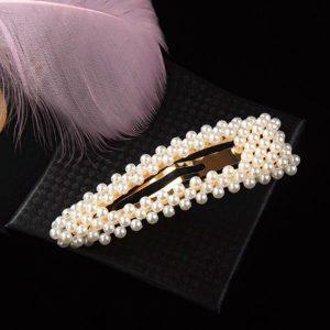 Spona do vlasov s bielymi perličkami - trojuholníková