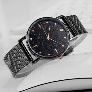 Čierne elegantné hodinky z nehrdzavejúcej ocele