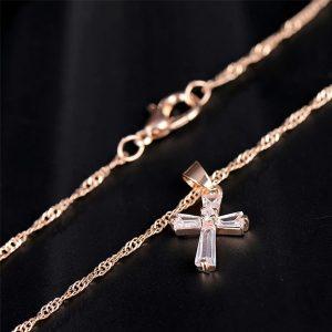 Retiazka s krížikom vo farbe ružového zlata