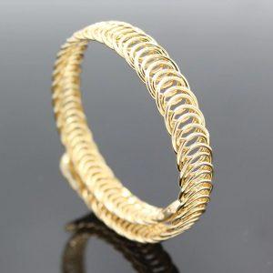 Hrubý zlatý náramok s nastaviteľnou veľkosťou
