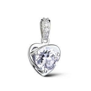 Prívesok v tvare srdca s priesvitným kryštálom