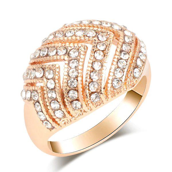 Štýlový prsteň s kryštálikmi v zlatom prevedení