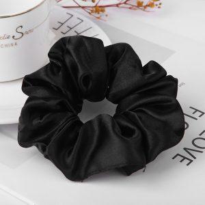 Saténová gumička do vlasov- čierna